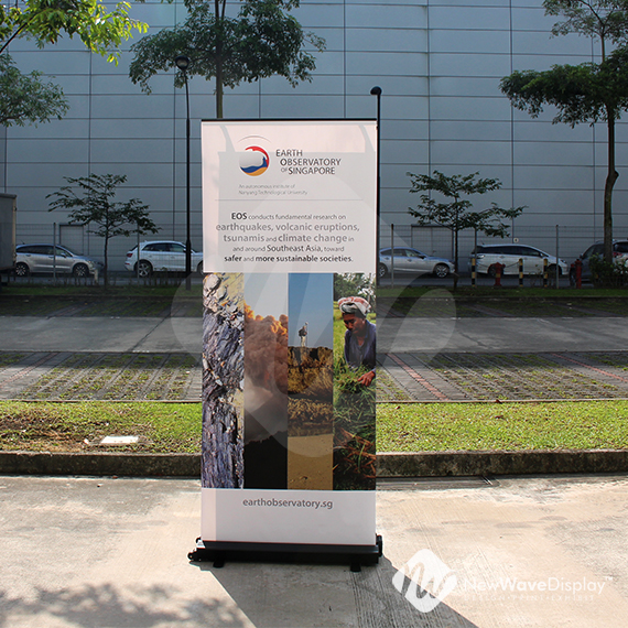 Extreme outdoor banner stand